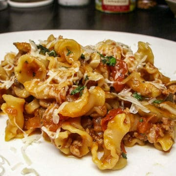 Pasta with sausage mushrooms and tomatoes