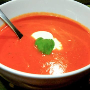 Roasted tomato soup with garlic and basil1